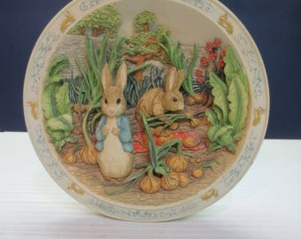 """Beatrix Potter Bradford Exchange """"A Pocket Full Of Onions"""" Musical Plate #1 of 8"""
