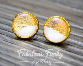 Glass earrings with minimalist design