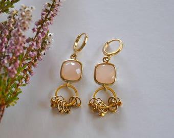 """Boucles d'oreilles précieuses quartz sertis et perles or sur dormeuses : Modèle """"Inaya"""""""