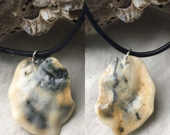 Gray  and beige seashell remnant pendant necklace (glossy)