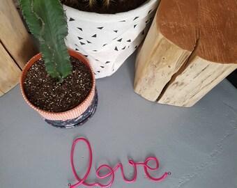 LOVE décoration murale rose  en tissu