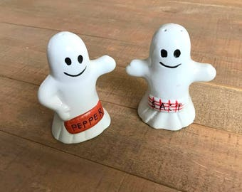 Ghost Salt and Pepper Shakers, Ghosts, Halloween Salt and Pepper Shakers, Halloween Kitchen Decor