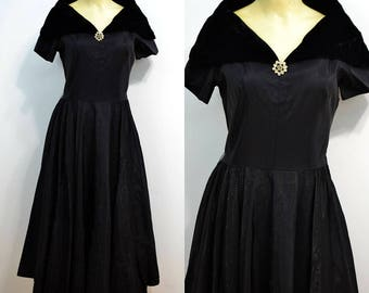 "1950s Black Velvet Party Dress / 50s Vintage Formal Dress / Mid Century / Midi Dress / Off the Shoulder / Small S / 26"" Waist / Side Zip"