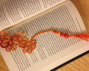 Tatted bookmarks with wooden beads // orange // flowers // handmade // gift idea for girls // mother's day gift