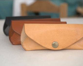 Glasses case Reading glasses Sunglasses pouch Veg tan Leather w BELT LOOP Handcrafted by Celyfos®