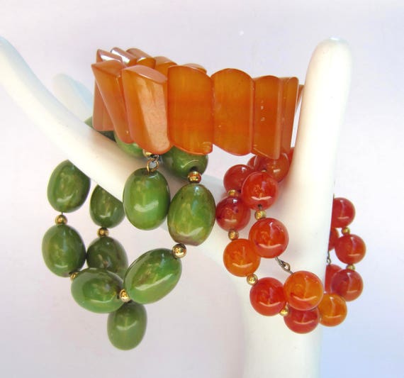 Three BAKELITE tested Green, Carnelian/Amber, & Caramel stretch BRACELETS ~96 gms of fun, vintage costume jewelry