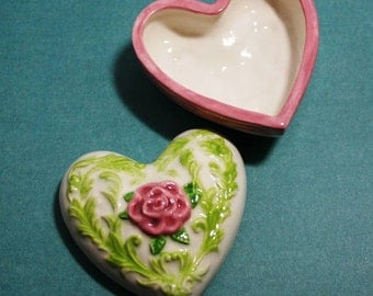 Vintage Rose Heart shape jewelry box handpainted at Ek Creations Studio and made with 1960's mold