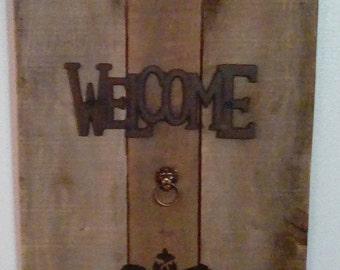 Cast iron welcome distressed wood wall decor