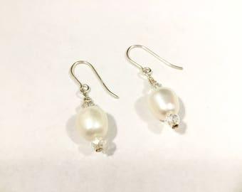Pearl and Crystal Earrings, White Pearl Earrings, Bridal Earrings, Wedding Earrings