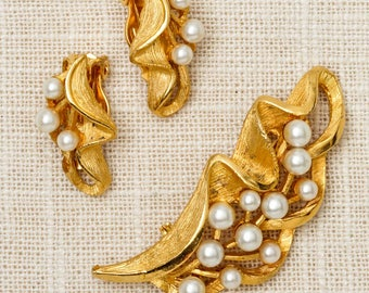Gold Pearl Brooch Clip On Earring Set Vintage Wavy Leaf Broach Vtg Pin 7N