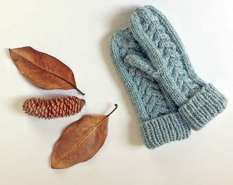 Cozy Cable Knit Mittens / Winter Gloves/ Women's Knit Mittens/ Chunky Knit Mittens/ Cozy Hand Warmer/ Ladies Winter Mittens/ Gloves