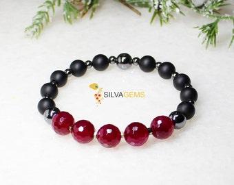 Magenta Agate, Hematite and Matte Black Onyx Gemstones Beaded Stretch Handmade Bracelet. Onyx Jewellery. Agate Jewellery. Pink Agate.