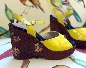 70s Yellow Platform Shoe 5.5. Bohemian Sandal Dressy Summer Shoe. Boho Wedge Cork Sandal. High Heel Platform by Impo. Greek 3D Copper Flower