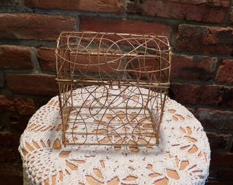 Gold wire basket, Lidded gold wire basket, Metal wire basket, Lunch box style wire basket, home décor basket, Morethebuckles, Basket Storage