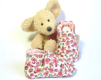 Baby girl slippers with flowers,size newborn to 3 months, handmade by Tricomuse