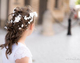 beautifil and very original holy communion wreath, twigs on the head for the girl for the first holy communion
