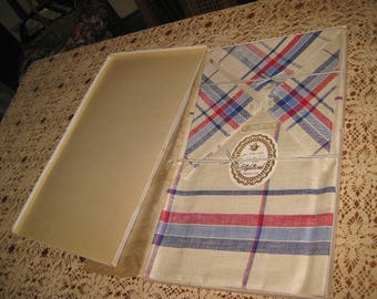 "Mint NIB  Vintage 1940's Styletrend Pure linen Tablecloth & Napkin set Czechoslovakia Old New Stock Red White Blue 50"" x 50"""
