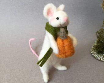 Felted mouse, needle felted mouse, wool felt animal, Halloween ornament,wool felt mouse, felted animal, needle felted animal, mouse gift