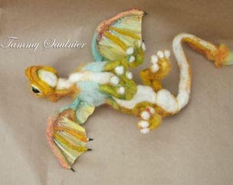 "Poseable Small needle felted Dragon ""Tabasco"""