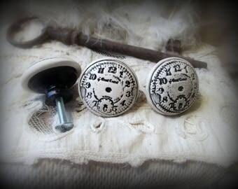 """Un Bouton de meuble (porte ou de tiroir )en bois et terre cuite émaillée """"Horloge"""" tout en rondeur"""