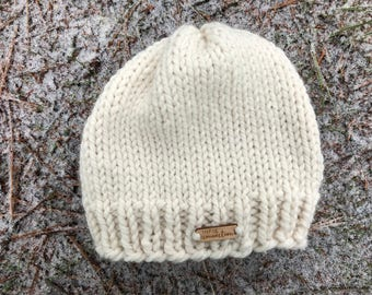 Cream ribbed brim toque