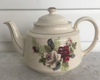 Sadler Teapot, ruby red and white roses on a cream background