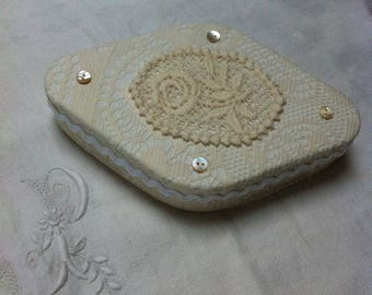 box oval shabby chic style