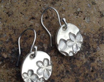 Fine silver flower circular drop earrings