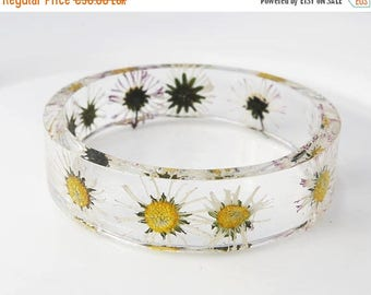 Sale Daisy bracelet Flower resin bangle White flower bracelet Flower resin jewelry Hippie jewelry Bridesmaid gift for her Wedding jewelry