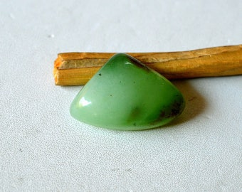 Chrysoprase 18 Cts Natural Beautiful Green Gemstone Triangle Shape Loose Cabochon 23x16x7 MM R14247
