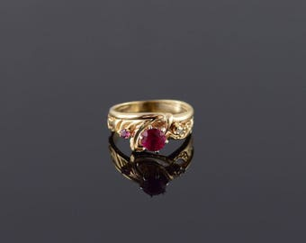 Ruby* Diamond Three Stone Scroll Design Ring Size 5 Gold