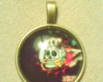 Big Bead Sale Glass cabochon pendant; Day of the Dead, flowered skull, glass cabochon pendant, antiqued brass setting bail and chain, 1pc/6.