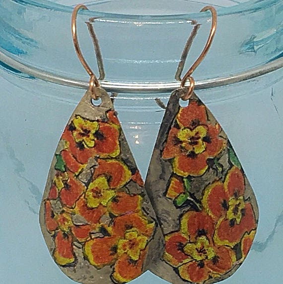 Vintage Pansy Tin Earrings #queenebead