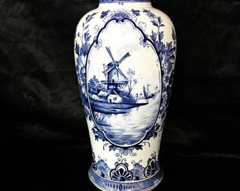 A quality, Large delftware vase