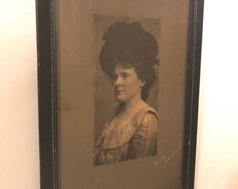 Woman in large hat, antique cabinet card photo in original frame.
