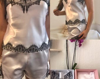 White-black pyjama with lace detail