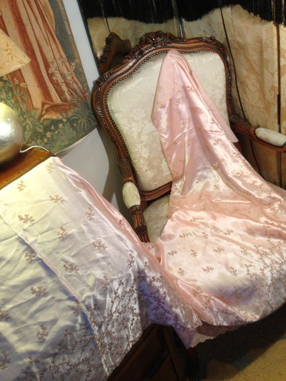 24x97 inches embroidered pink satin vintage 40's fabric. Ideal for project. Good. Pretty. Unusual