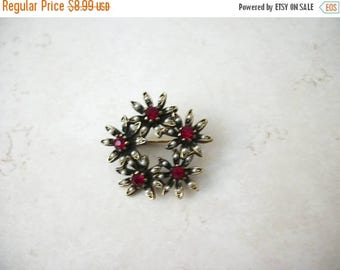 ON SALE Vintage 1950s Antiqued Gold Tone Rhinestones Faux Pearls Pin 62617