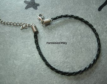 (SBR1) A faux leather black color braided bracelet holder