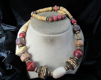 Vintage Chunky Shades Of Brown & Red Wooden Beaded Necklace