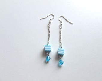 1 pair of earrings in silvery metal of the simple and pretty blue color