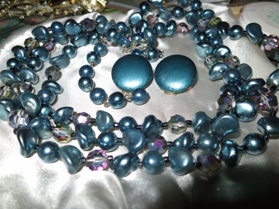 Gorgeous vintage blue lustre glass AB 3 strand neckace and clip on earrings