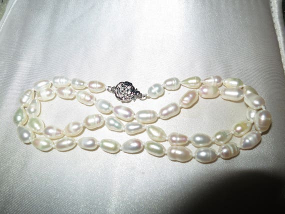Lovely 7mm white cultured freshwater pearl necklace 17 inches