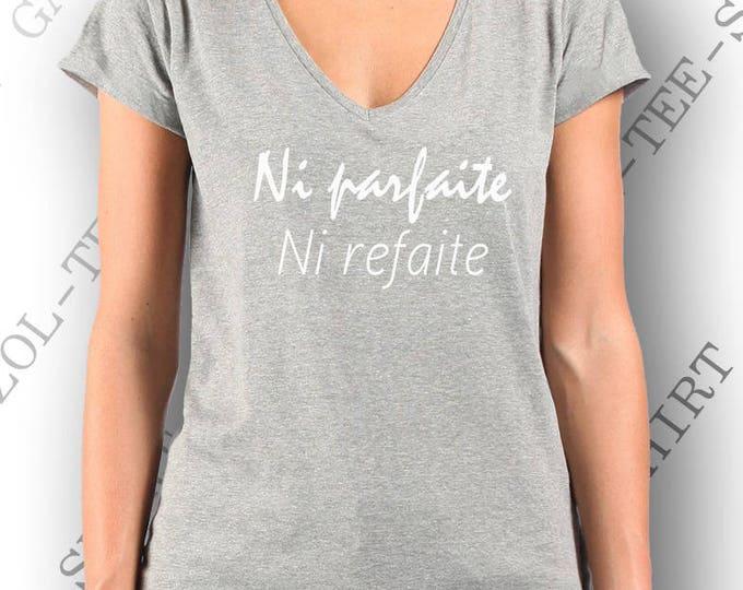 """T-shirt mode femme """"Ni parfaite, ni refaite."""" humour mode texte anti chirurgie esthétique tee-shirt coton."""