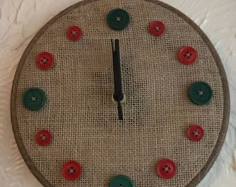 Button clock - green and red