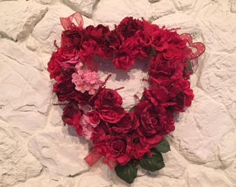 RED ROSES VALENTINE Wreath