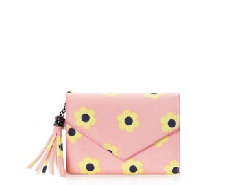 Small wallet women cards Oilcloth pocket wallet, Compact purse, pink daisy, mini vegan purse, Travel card wallet, Ladies Teenage girl purse