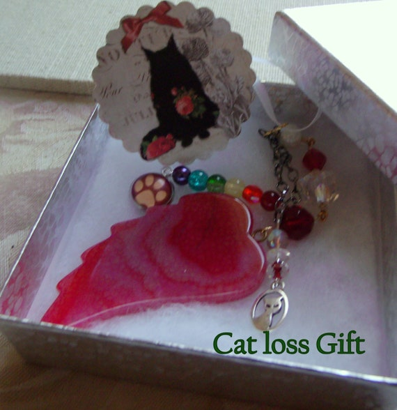 Pet loss gift - red angel wing - agate pendant - Pet Sympathy gift - memento -  Cat memorial - rainbow bridge charm  Paw charm - Cat loss