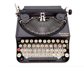 Remington Portable model 2 typewriter, 1926, portable typewriter, black typewriter, working typewriter, vintage typewriter, qwertz.