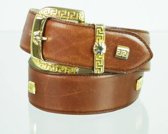 Karamellfarbener leather belt with gold buckle